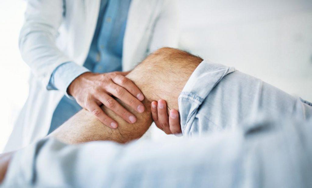 оглед и палпация на колянна става